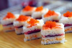 Sushi con uno sgombro Fotografia Stock Libera da Diritti