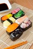 Sushi délicieux du Japon avec de la sauce à haricot de soja Photo stock