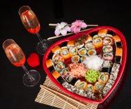 Sushi délicieux. Grands sushi réglés pour peu de personnes. Images stock