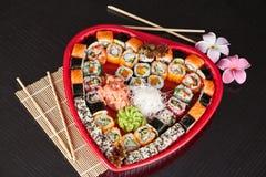 Sushi délicieux. Grands sushi réglés pour peu de personnes. Photographie stock libre de droits