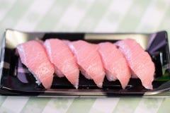 Sushi d'Otoro de Japonais, thon gras rose ou maguro image libre de droits
