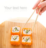 Sushi d'une plaque en bambou Photo stock