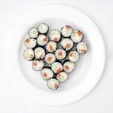 Sushi d'une plaque sous forme de coeur Image stock