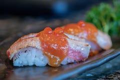 Sushi de Aburi del Miso de Otoro Sushi japonés de Otoro o sushi graso torched de los pescados de atún fotografía de archivo