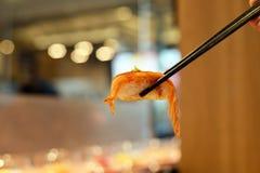Sushi de baguettes images stock
