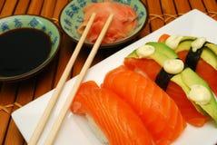 Sushi de color salmón Imagenes de archivo