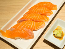 Sushi de color salmón Imagen de archivo libre de regalías