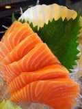 Sushi de color salmón de la rebanada Foto de archivo libre de regalías