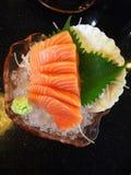Sushi de color salmón de la rebanada Imágenes de archivo libres de regalías