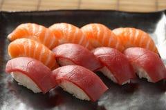 Sushi de color salmón del atún Imagenes de archivo