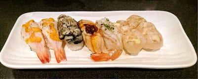 Sushi de crevette rose, d'huître et de feston Images libres de droits