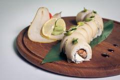 Sushi de dragon avec la poire ; Image stock