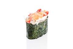 Sushi de Gunkan avec le crabe et la sauce épicée Photographie stock libre de droits