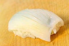 Sushi de Ika (calamar) fotografía de archivo