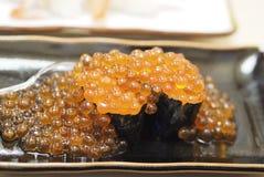 Sushi de Ikura Imagenes de archivo