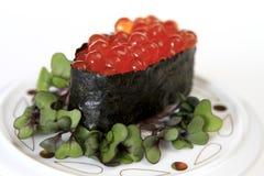 Sushi de Ikura (huevos de color salmón) Foto de archivo libre de regalías