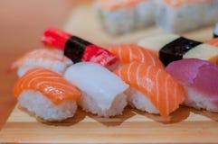 Sushi de la clase de Nigiri Fotos de archivo libres de regalías