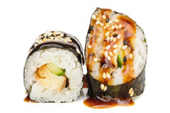 Sushi de Maki, dois rolos isolados no branco Imagens de Stock