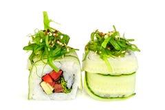Sushi de Maki, dos rollos aislados en blanco Fotos de archivo