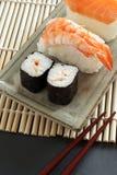 Sushi de Maki y sushi del nigiri Imágenes de archivo libres de regalías