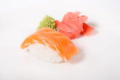 Sushi de Nigiri avec des saumons Images libres de droits