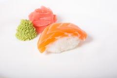 Sushi de Nigiri avec des saumons Photographie stock