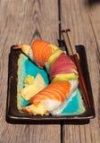 Sushi de petit pain de dragon avec des saumons Photographie stock libre de droits