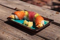 Sushi de petit pain de dragon avec des saumons Photographie stock