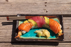 Sushi de petit pain de dragon avec des saumons Photo stock