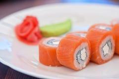 Sushi de petit pain de saumons photo stock