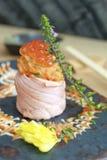 Sushi de petit pain de saumons de gril Images libres de droits
