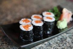 Sushi de Salmon Maki, alimento japonês foto de stock