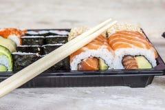 Sushi de saumons et d'avocat Photographie stock libre de droits