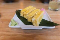 Sushi de Tamago (huevo dulce) Fotografía de archivo