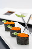 Sushi de Tobiko Gunkan imagem de stock