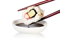 Sushi de Uramaki - cocina japonesa Imagenes de archivo
