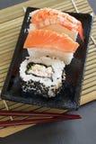 Sushi de Uramaki y del nigiri Imagenes de archivo