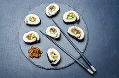 Sushi del cetriolo dell'avocado del vegano di teriyaki della melanzana Immagini Stock