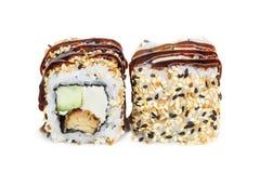 Sushi del maki de Uramaki, dos rollos aislados en blanco Imagen de archivo libre de regalías