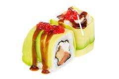 Sushi del maki de Uramaki, dos rollos aislados en blanco Imagen de archivo