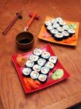 Sushi del maki del aguacate del motivo Foto de archivo libre de regalías