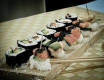 Sushi delicioso en la tabla fotos de archivo libres de regalías