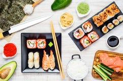 Sushi dell'alimento ed ingredienti giapponesi di cottura Immagine Stock Libera da Diritti
