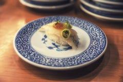 Sushi in der japanischen Gaststätte Stockfoto
