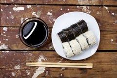 Sushi in der rustikalen Art Stockfotografie