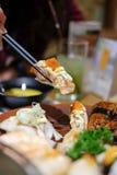 Sushi di color salmone arrostiti in bastoncini Immagini Stock Libere da Diritti
