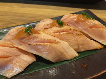 Sushi di color salmone di aburi della pancia Fotografia Stock