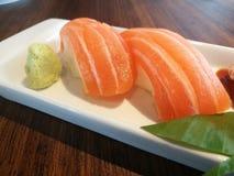 Sushi di color salmone freschi deliziosi Fotografie Stock