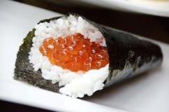 Sushi di Ikura Handroll Fotografie Stock Libere da Diritti