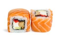 Sushi di maki di Uramaki, due rotoli isolati su bianco Fotografie Stock